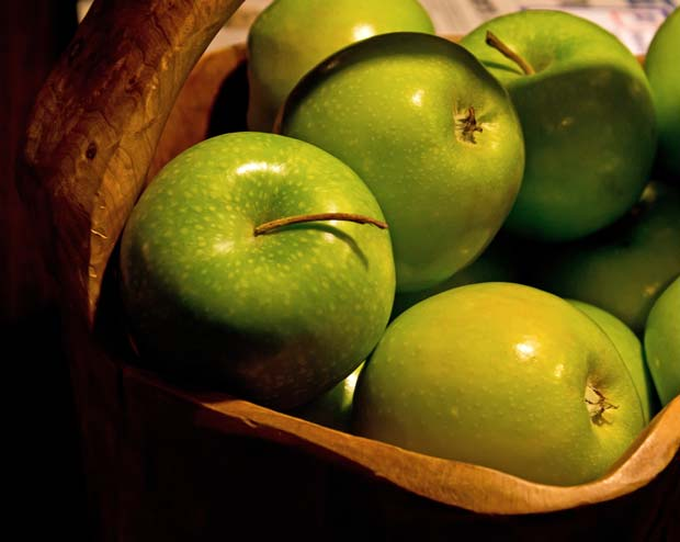 green-apples-in-basket