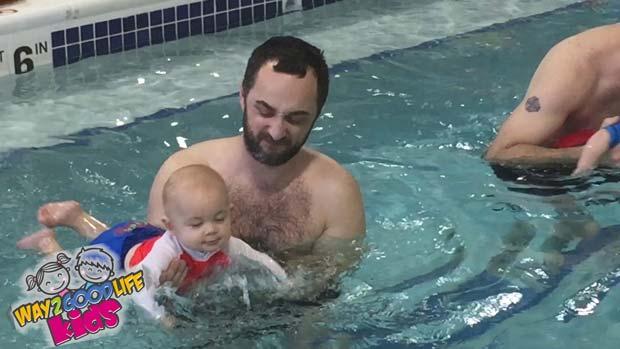 baby-splash-swim