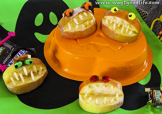 These apple monster jaws can be made in few minutes