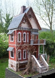 Casa Gotica - Crazy Doll Houses