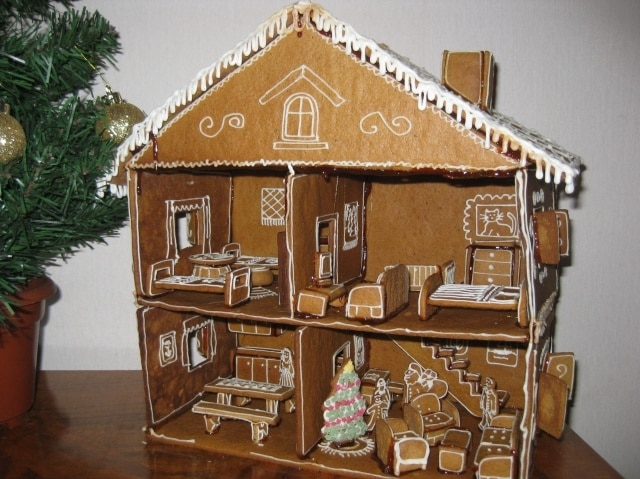 Gingerbread Doll House - Crazy Doll Houses
