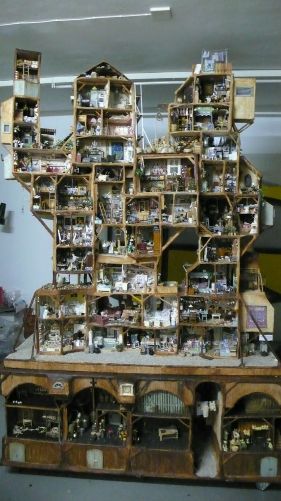 Mouse House - Crazy Doll Houses