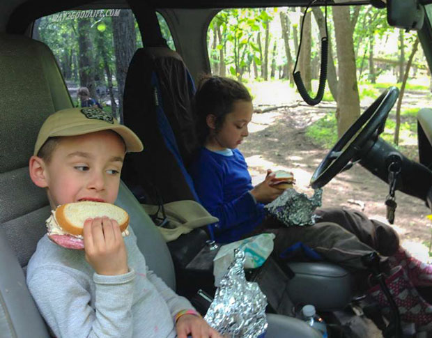 Camping-kids-eat-in-the-car