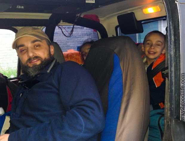 Family-happy-in-car