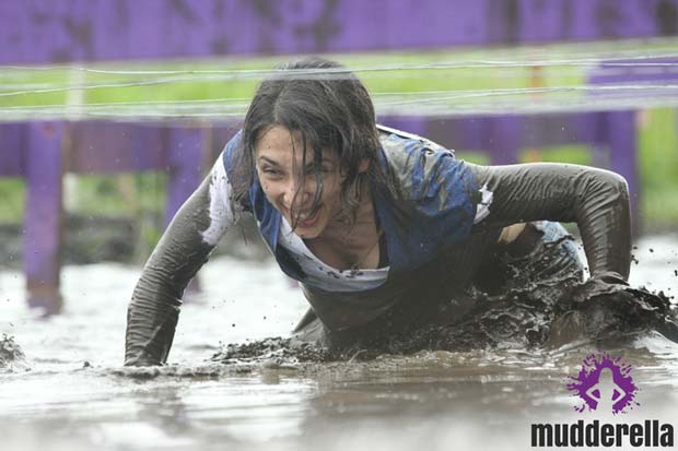 Mudderella-getting-muddy