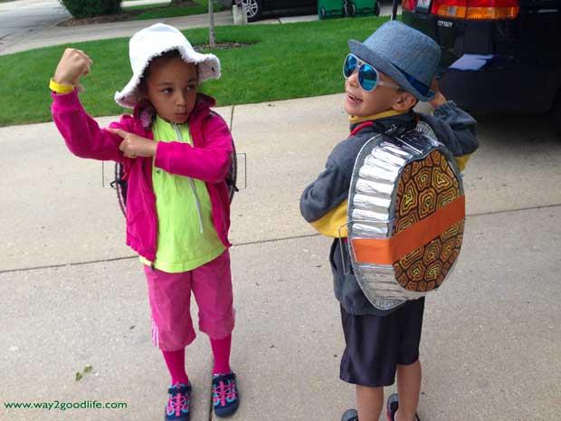 Halloween-Costumes-DIY-two-turtles-costumes