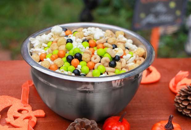 halloween-candy-mix-in-bowl