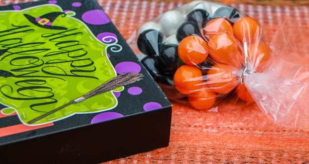 halloween-gum-ball-party-favor