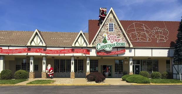 Santa Claus Christmas Store - What should you do while in Santa Claus, Indiana #Travel #MidwestTravel #Way2GoodLife #Summer #FamilyFun