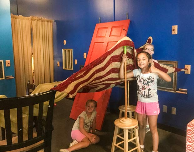 Girls play pretend play at Midwest Childrens Museums
