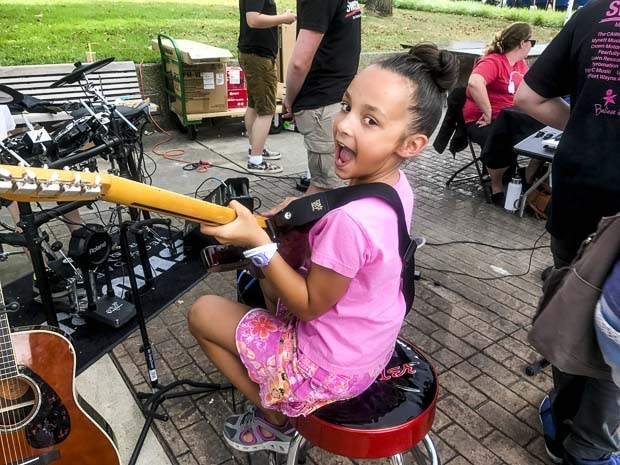 Ft Wayne Girls is playing guitar - Weekend Stay at the Fort Wayne - great family weekend getaway and a one tank trip from Chicago. Fun Midwest destination with something for everyone #way2goodlife #familytravel #midwest #FortWayne