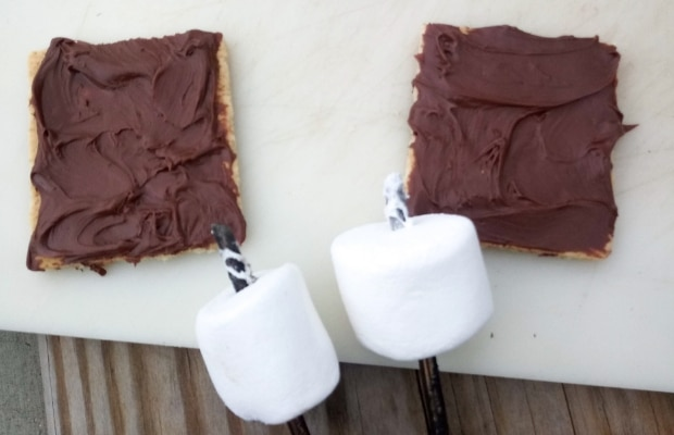 Nutella and Marshmallow in Pan Smore step 1