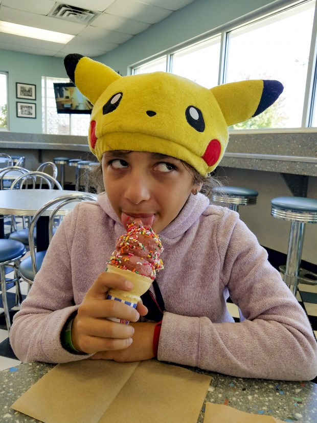 Lafayette Igloo Frozen Custard girls eats ice cream