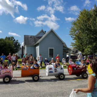 Kids in wagons Hendricks County Salem parade