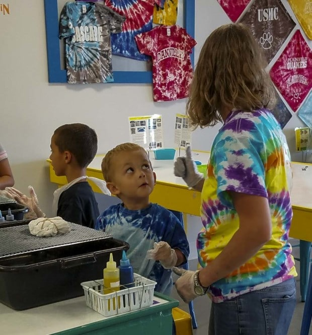 kids get ready to color Hendricks Tie Dye Lab
