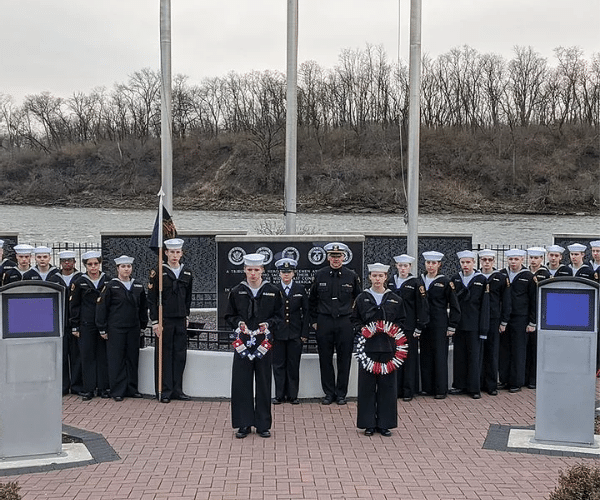 Navy League sea cadets participate in wreaths across america