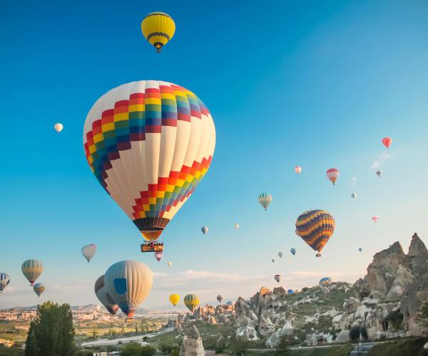 Lots of hot air balloons flying up